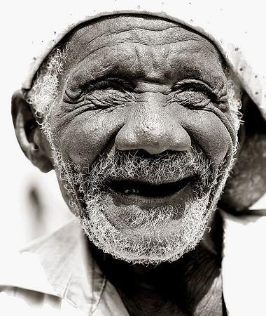 Kenyan beggar smiling  4A.jpg