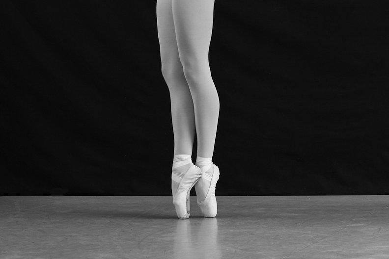 Ballet dancer on tip toes in a dance studio