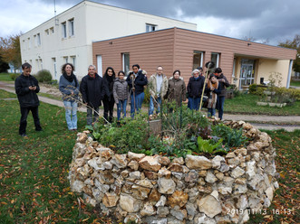 """Visite du """"Keyhole Garden"""" réalisé pendant le Chantier de Jeunes Bénévoles 2019 par le sec"""