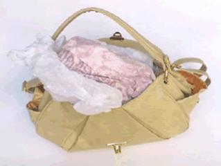 カバンやくつ等の詰物(緩衝材)は、可燃ゴミでお願いします。