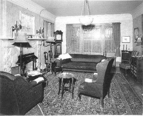 Middle-Class-Sitting-Room-1934.png