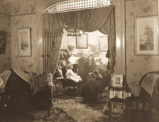 1330 N Huron Parlor 1895-2