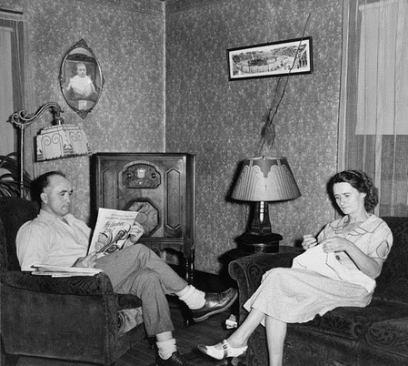 Evening-Radio-Show-Parlor-1938.png