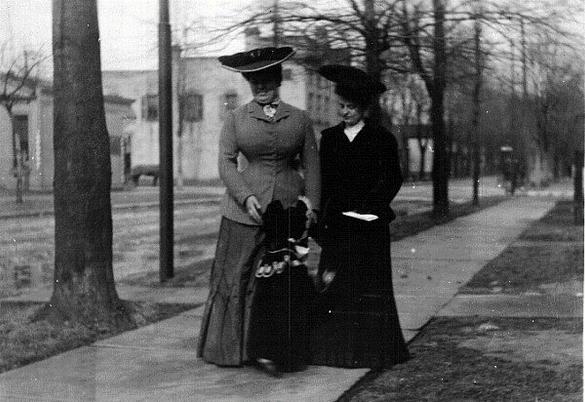 Promenade Along N Superior 1901