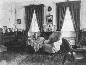 Middle-Class-Sitting-Room-1890.png