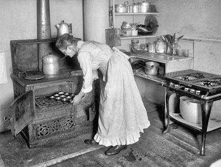 Working-Poor-Kitchen-and-Baker-1915.png