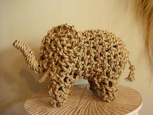 Eléphant en corde tressé