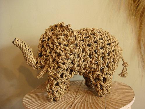 Éléphant en corde tressée