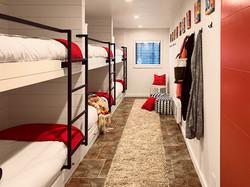 Cozy Bunkroom for Six