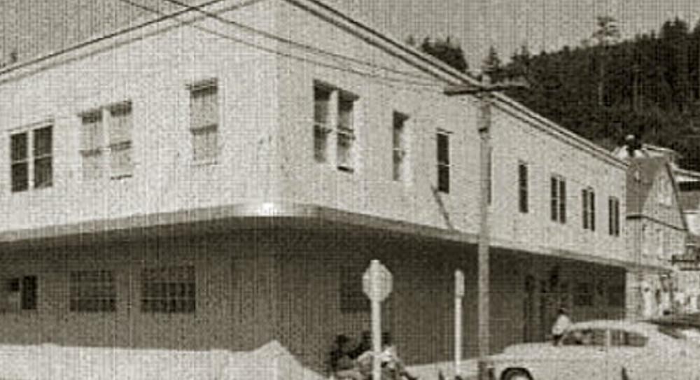 The Old Wheeler Hotel Near Manzanita Beach