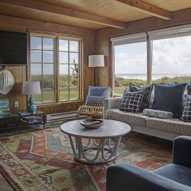 charming oceanfront manzanita cottage.we