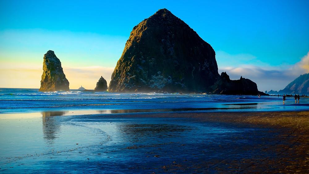 Haystack rock, cannon beach sunset