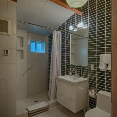 oceanfron modern cabin manzanita bathroom