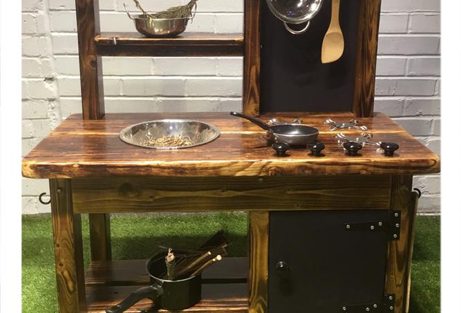 Mud kitchen 1 bowl, hob, oven Osmo UV finish
