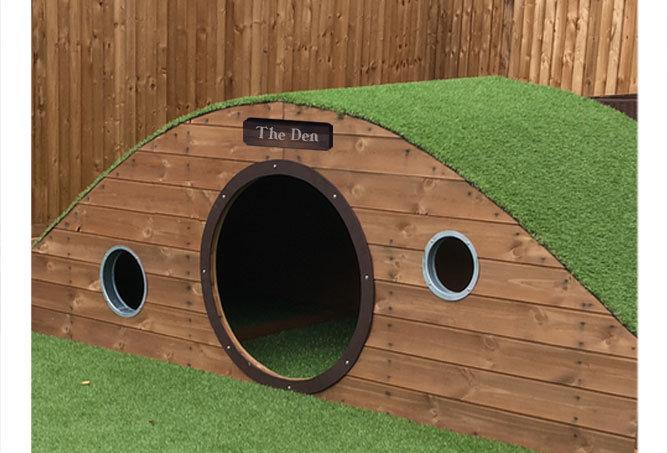 Ramp Den with Artificial Grass