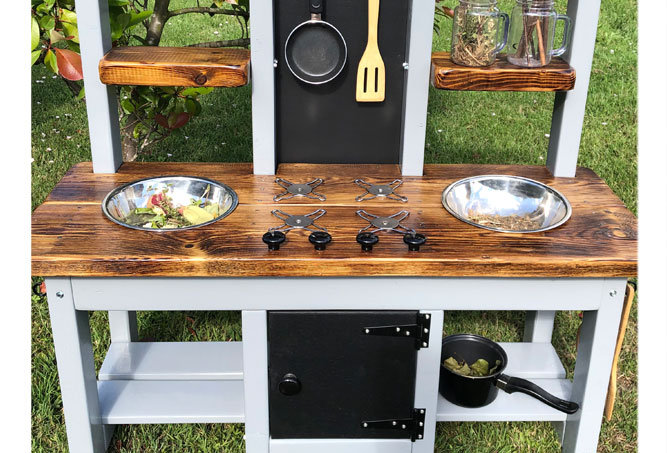 Age 4-6 mud kitchen with pretend oven