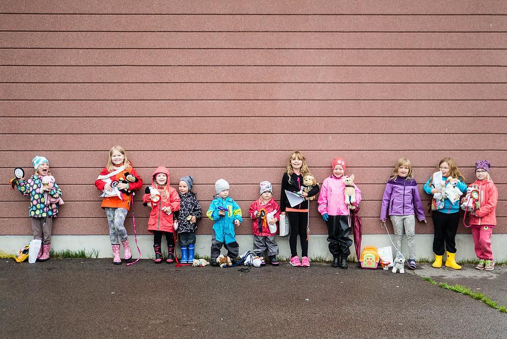 Iloiset lapsi ja lelukoira-kisan osallistujat :)