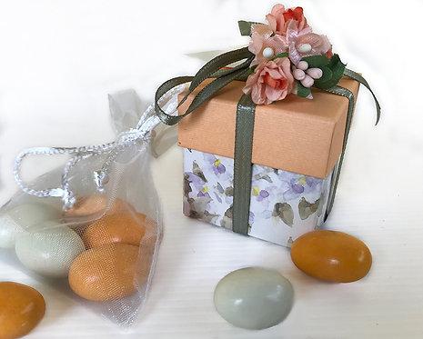 Bomboniera solidale Scatolina con 5 confetti