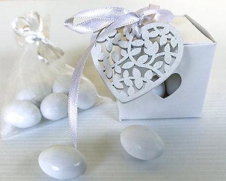 Bomboniera solidale Scatolina Cuore con 5 confetti