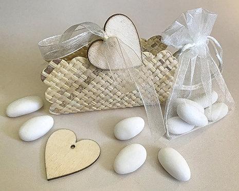 Bomboniera solidale Scatolina-cestino Cuore legno naturale con 5 confetti