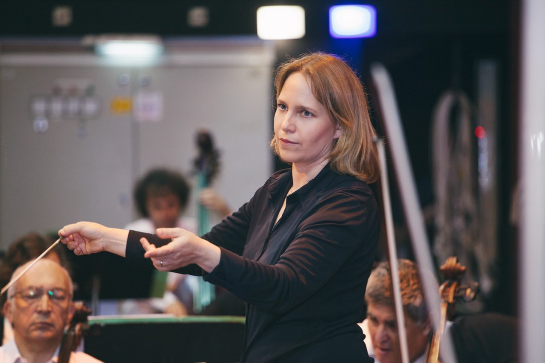 Talia Ilan conducts the Haifa Symphony Orchestra
