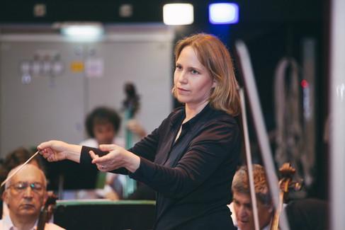 Talia Ilan conducts the Haifa Symphony Orchestra