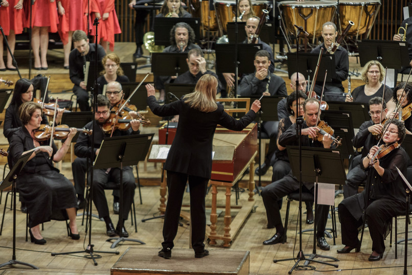 Talia Ilan conductos the Israel Philharmonic Orchestra