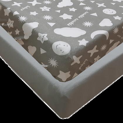 סט מצעים ג'רסי Jersey למיטת תינוק - מודפס -עננים אפורים