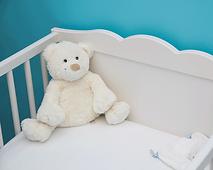 מיטת תינוק עם דובי