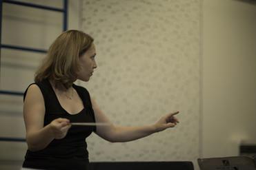 Talia Ilan in rehearsal
