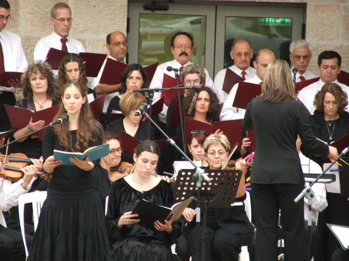 הרקוויאם של מוצרט עם מקהלת כפר סבא וסולנים בניצוחה של טליה אילן (רמת השרון)