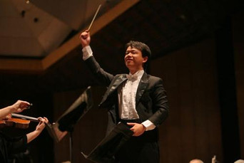 Yi-An Xu conducting the Israel Philharmonic Orchestra