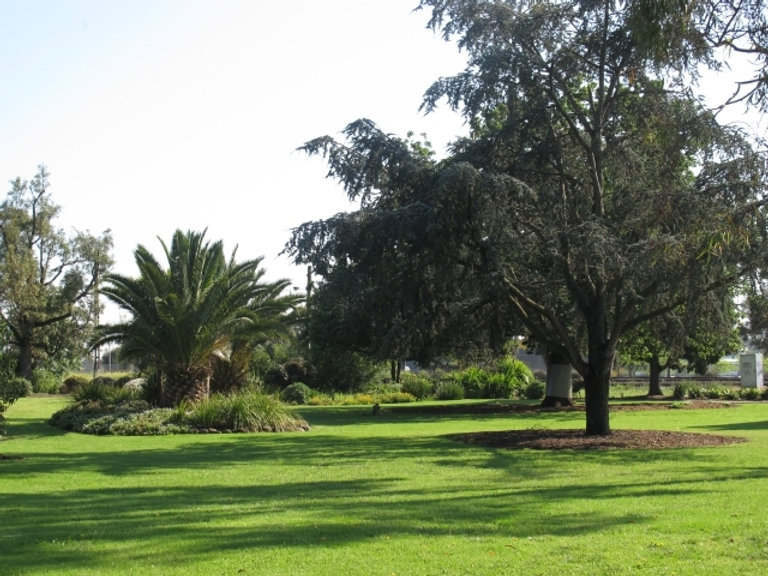 HVMckay-gardens1.jpg