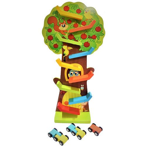 Pista de autos de madera con forma de árbol