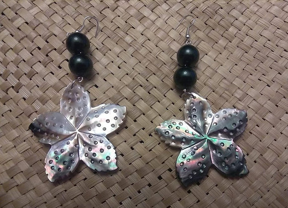 Mother of pearl & Black shell pearls earrings