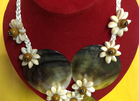 Black Lip Mother Of Pearl Shell Necklace