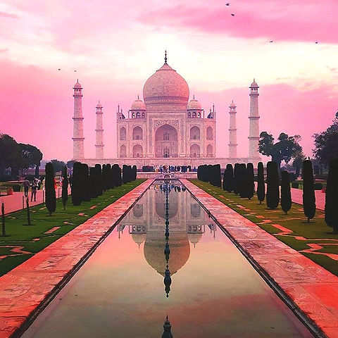 Taj%20Mahal%20!!!%20%23tajmahal%20%23agradiaries%20%23tripstagram%20%23traveldiaries%20%23tourthepla