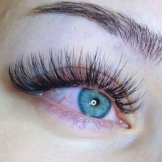 Wispy.. Close-Up (Hybrid Mix Lashes by F