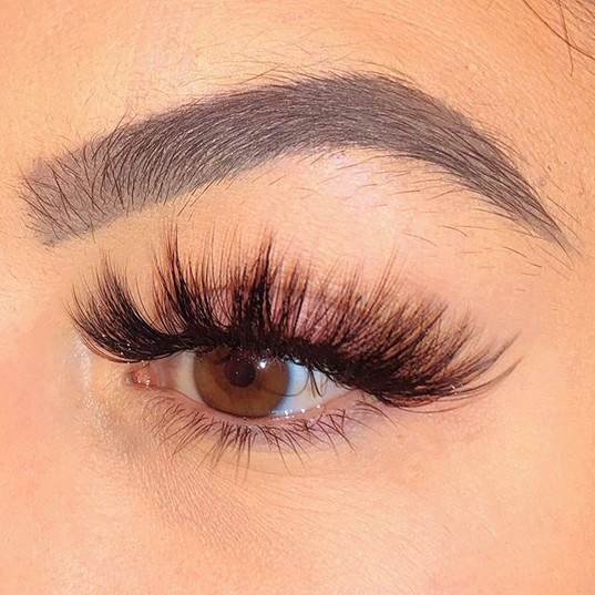 4D Volume Lashes by Farah. Close-Up @mol