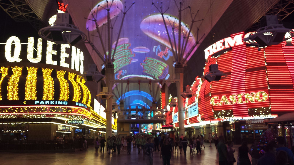 casino at night.jpg