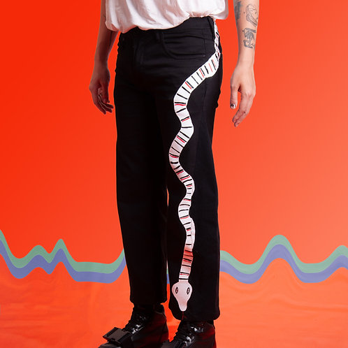 Calça preta cobra lateral