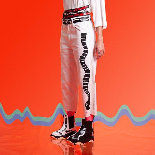 Calça jeans branca cobra lateral