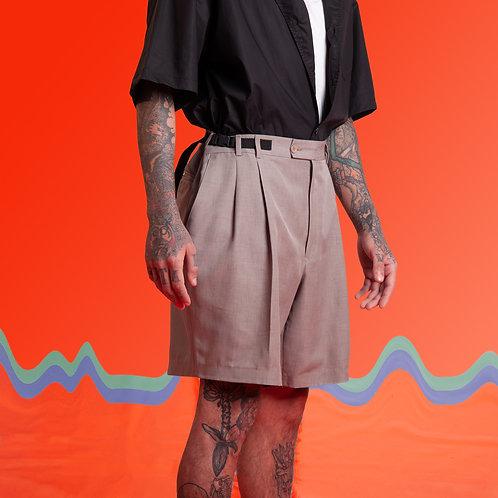 Bermuda alfaiataria com silk na perna