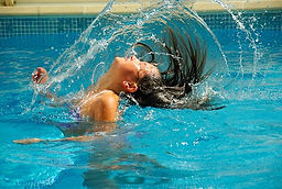 swimming-pool-475776__340.jpg