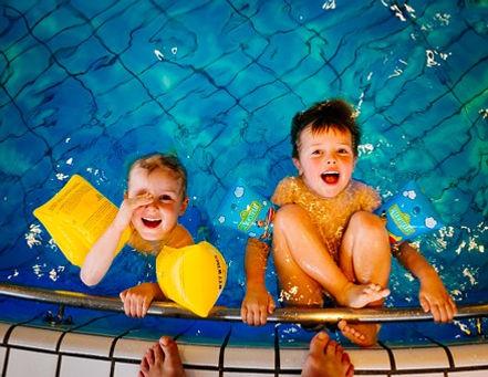 swimming-933217__340.jpg