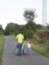 walk-2708122_960_720.jpg