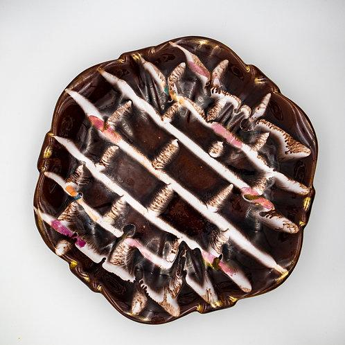 Schale mit bunter Laufglasur, von oben fotografiert