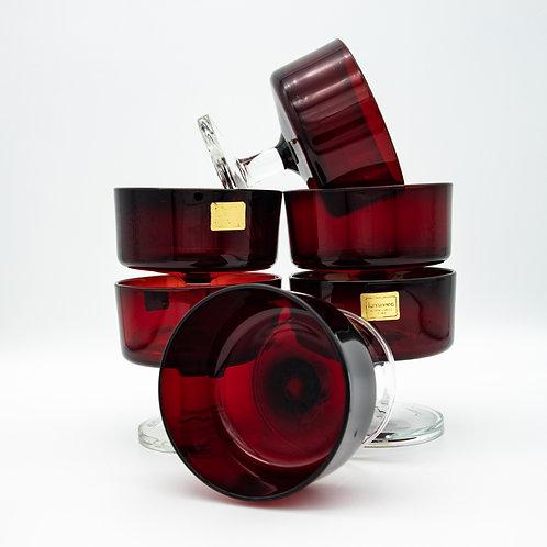 Luminarc Dessertschalen aus Rubinglas, auf einander gestellt