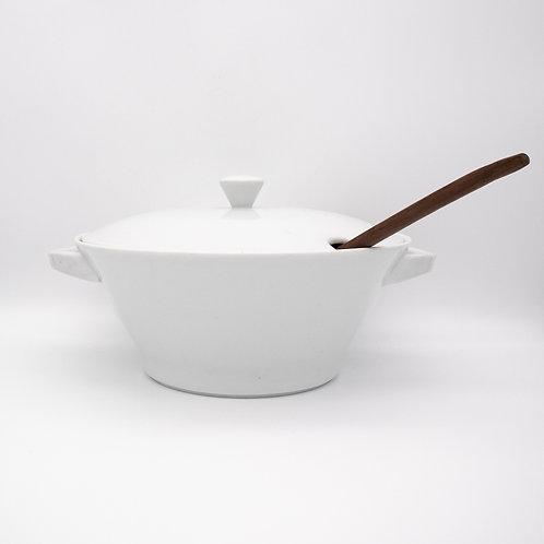 Lilienporzellan Suppenschüssel mit Schöpfer, Seitenansicht