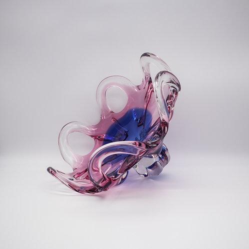 Schleifen-Glasschale von Josef Hospodka in Blau und Lila, liegend
